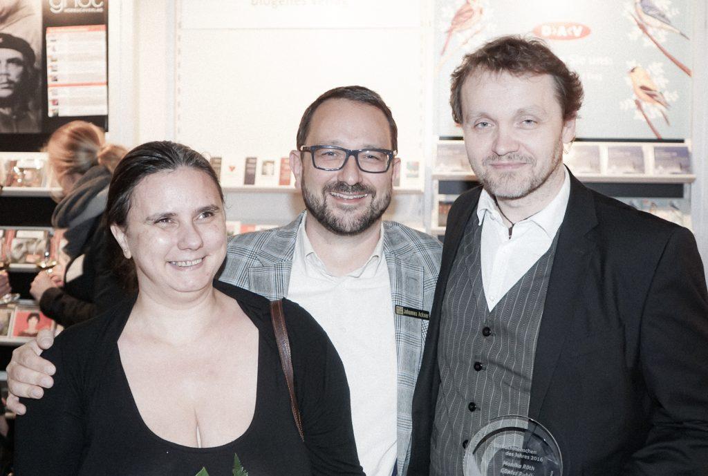 Die beiden Preisträger mit dem Laudator Johannes Ackner